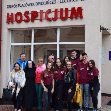 Młodzi z wizytą w Hospicjum w Miechowie