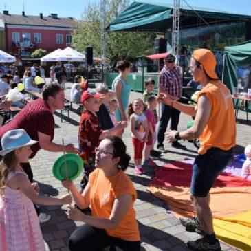 Festyn z okazji Dnia Dziecka w Chmielniku